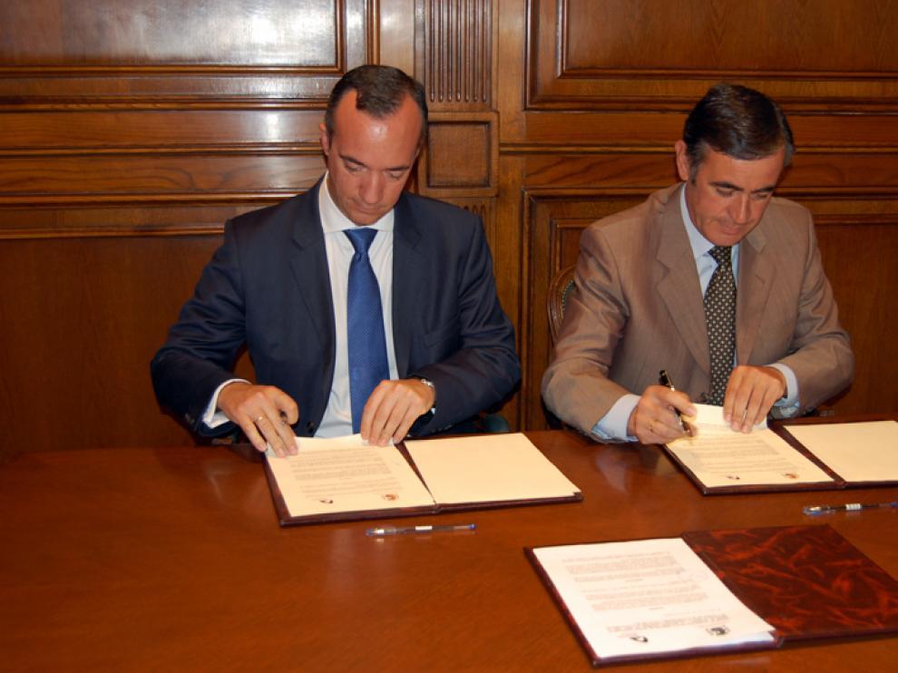 E presidente de la Diputación de Soria, Antonio Pardo, y el secretario de Estado de Seguridad del Ministerio del Interior, Francisco Martínez, han suscrito el convenio.