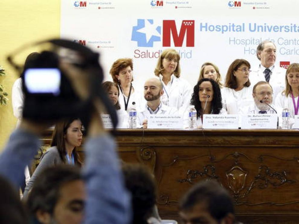 El equipo médico del Hospital Carlos III de Madrid que atendió a Teresa Romero.