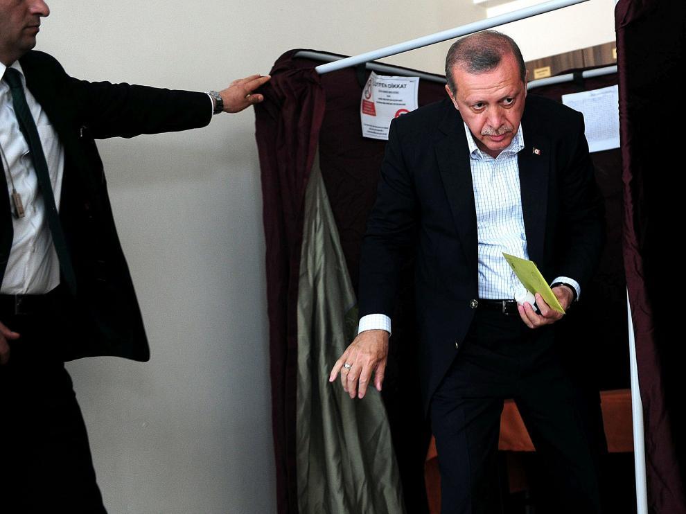 Recep Tayyip Erdogan tras votar este domingo