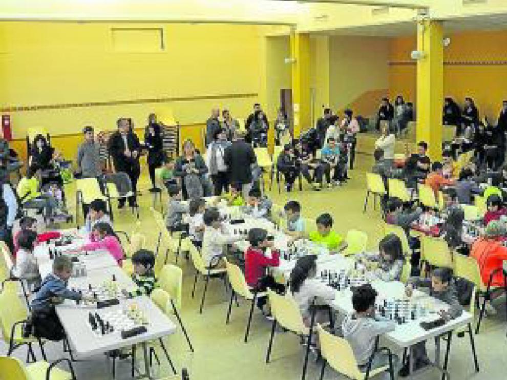 El internacional Asun Gracia Lagüens arbitró las tres jornadas, que se desarrollaron con gran puntualidad y profesionalidad por parte de todos los escolares.