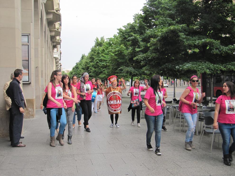 Charanga de paso por el paseo de la Independencia