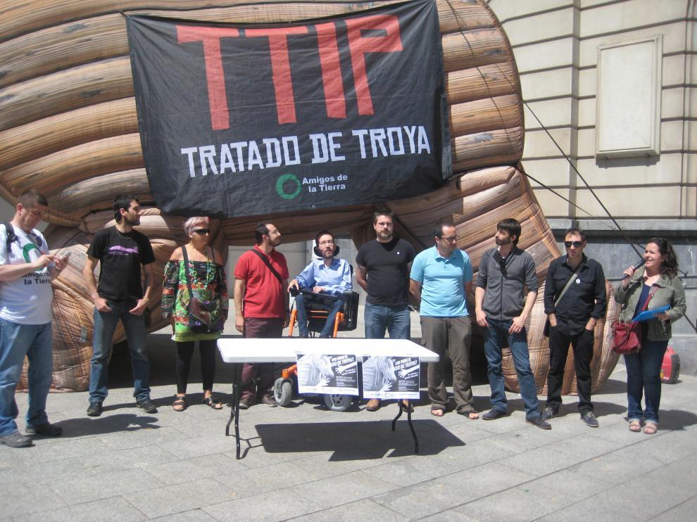 Diferentes fuerzas políticas se manifiestan contra la firma del TTIP.