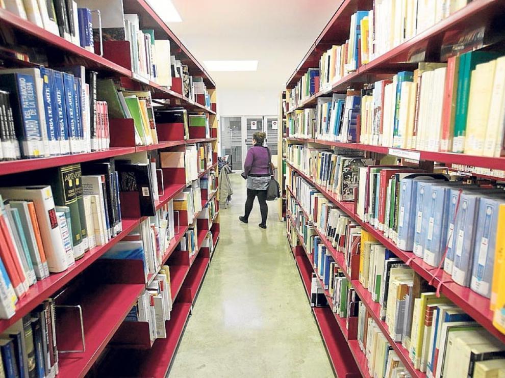 Las condiciones de préstamo garantizan el retorno de los materiales a la biblioteca.