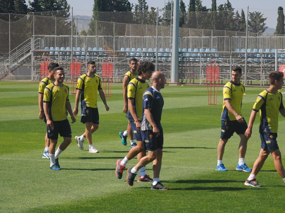 Los jugadores del Real Zaragoza, en el entrenamiento de este jueves