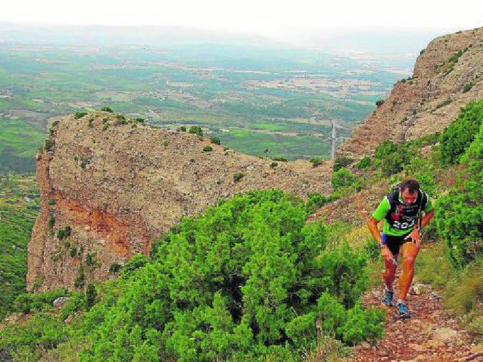 Los participantes recorrerán los escarpados paisajes del entorno de los Mallos de Riglos.