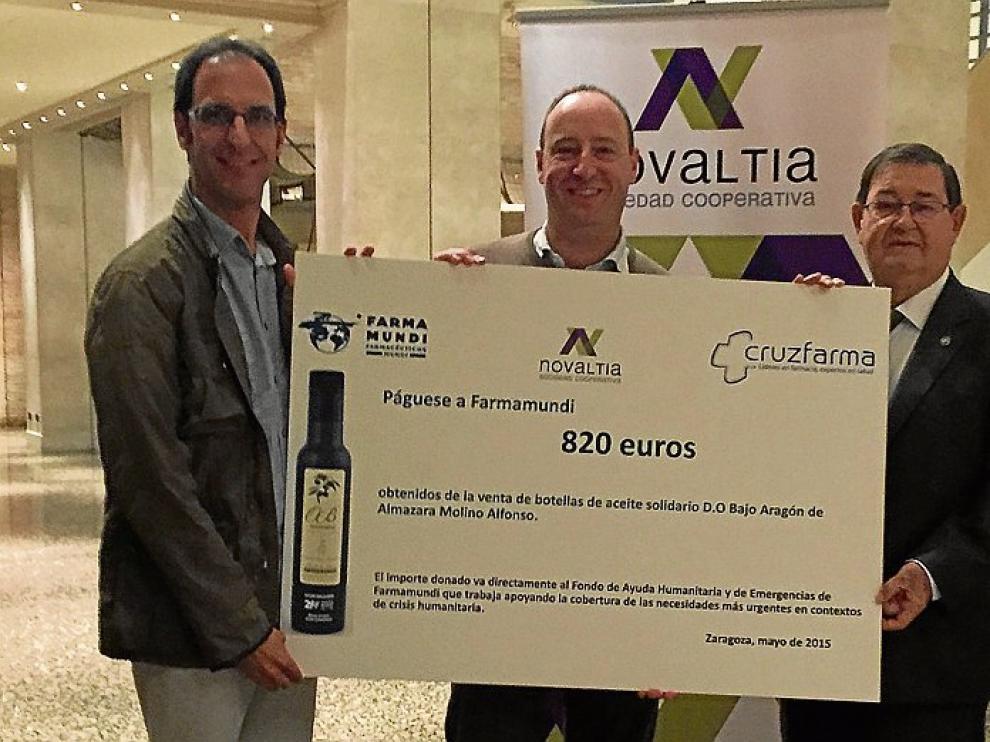 Salvador Valero, presidente de Farmamundi en Aragón, Antonio Alfonso y Tomás Manuel Espuny, presidente de Novaltia.