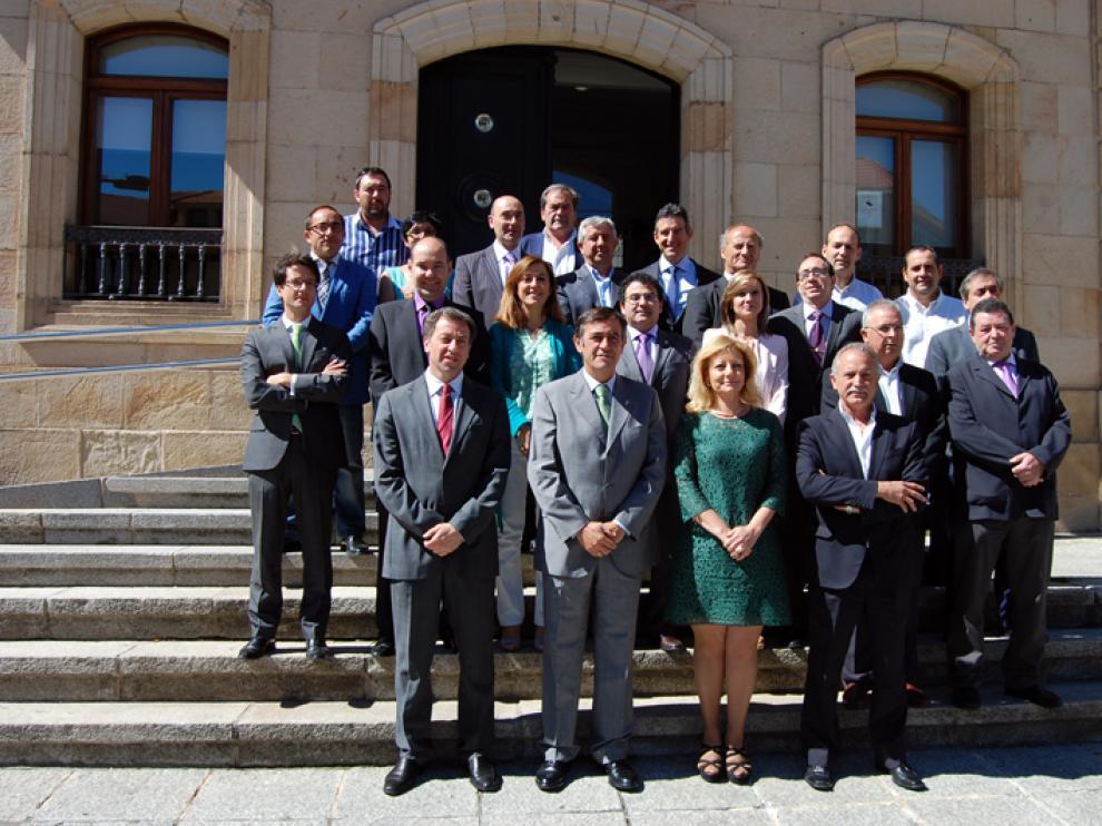Pardo (2i) junto al resto de componentes de la corporación de esta última legislatura