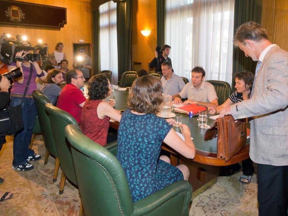Reunión del nuevo gobierno local del Ayuntamiento de Zaragoza.