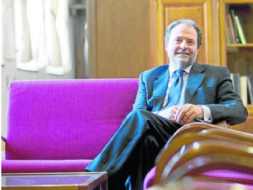 El catedrático de Derecho del Trabajo Juan García Blasco, que preside la comisión que elabora cada año la 'Memoria socieconómica y laboral de España', en una imagen de archivo en la Universidad de Zaragoza.