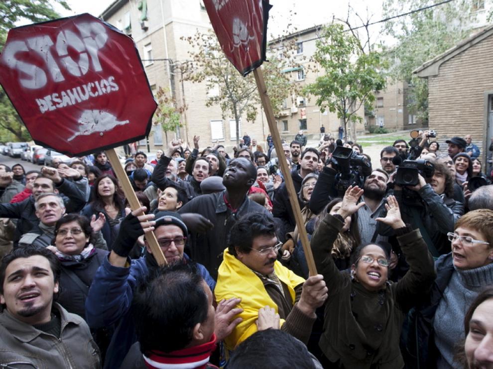 Protesta contra un desahucio en Las Fuentes, en 2012