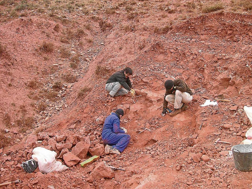 Excavación en el yacimiento de San Cristóbal, en la mina de arcillas de Galve.