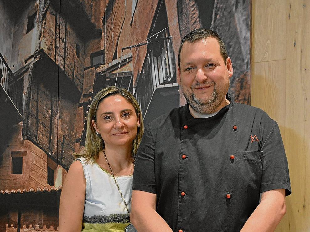 Maite Barra y Juanjo Banqueri, propietarios del restaurante +Albarracín, donde han preparado el gazpacho y el salmorejo.