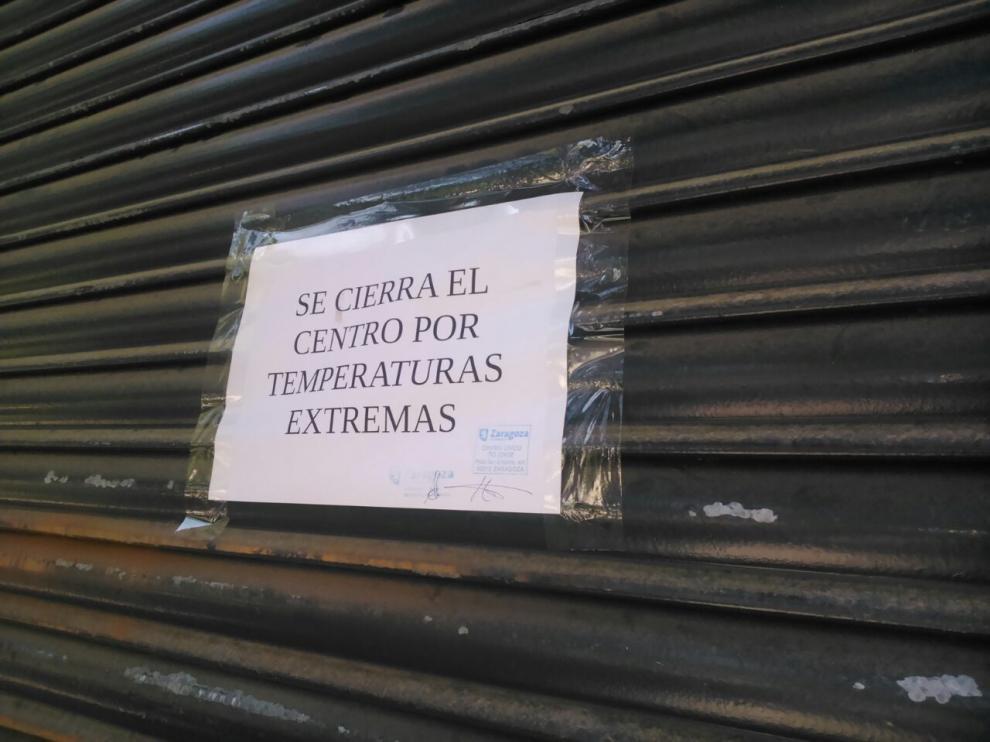 El Centro Cívico Tío Jorge echa la persiana como protesta por las altas temperaturas del centro.