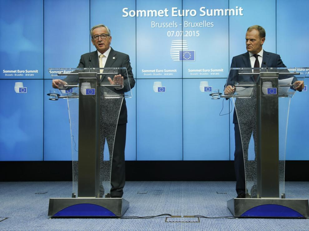 El presidente del Consejo Europeo, Donald Tusk y el presidente de la Comisión Europea, Jean Claude Juncker tras la cumbre de la eurozona.