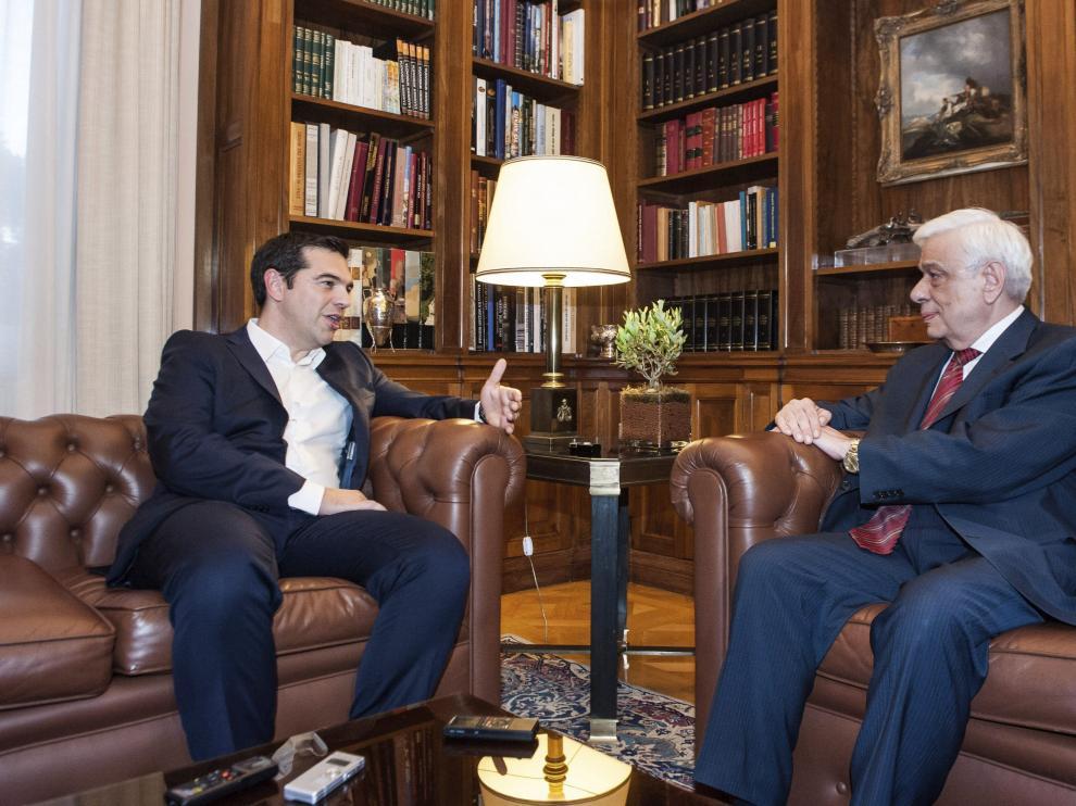 Tsipras en su reunión con el presidente de Grecia, Prokopis Pavlopoulos.