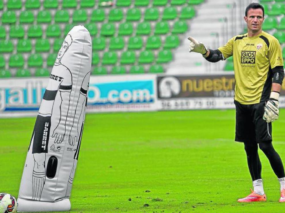 Manu Herrera, en un entrenamiento en las filas del Elche.