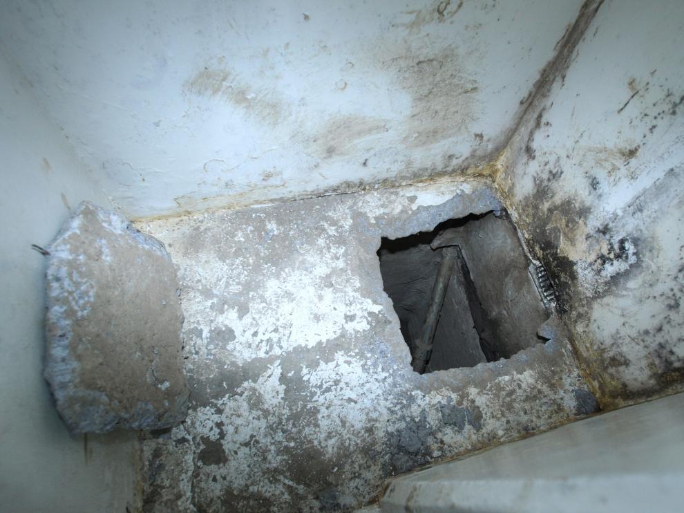 El interior del túnel por el que escapó de prisión el Chapo Guzmán
