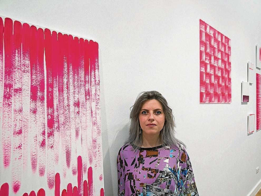 La artista posó ayer ante su obra 'Vacío y plenitud'.