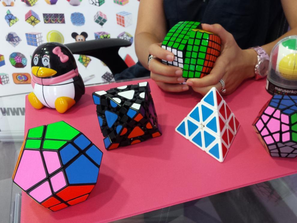 Una selección de algunos de los poliedros con los que Más ke cubos trabaja.