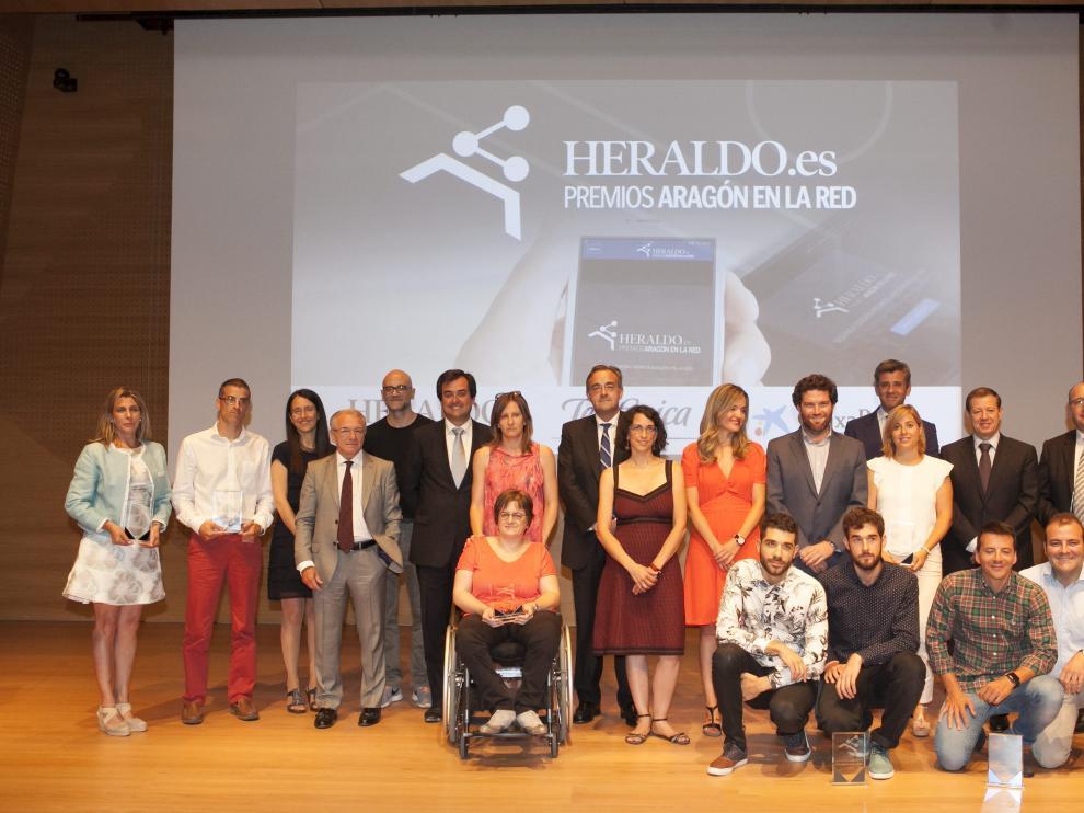 Foto de familia en la entrega de premios Aragón en la Red.