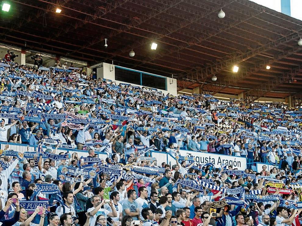 La Romareda, llena, en el partido de ida de la final de la promoción de ascenso contra Las Palmas.