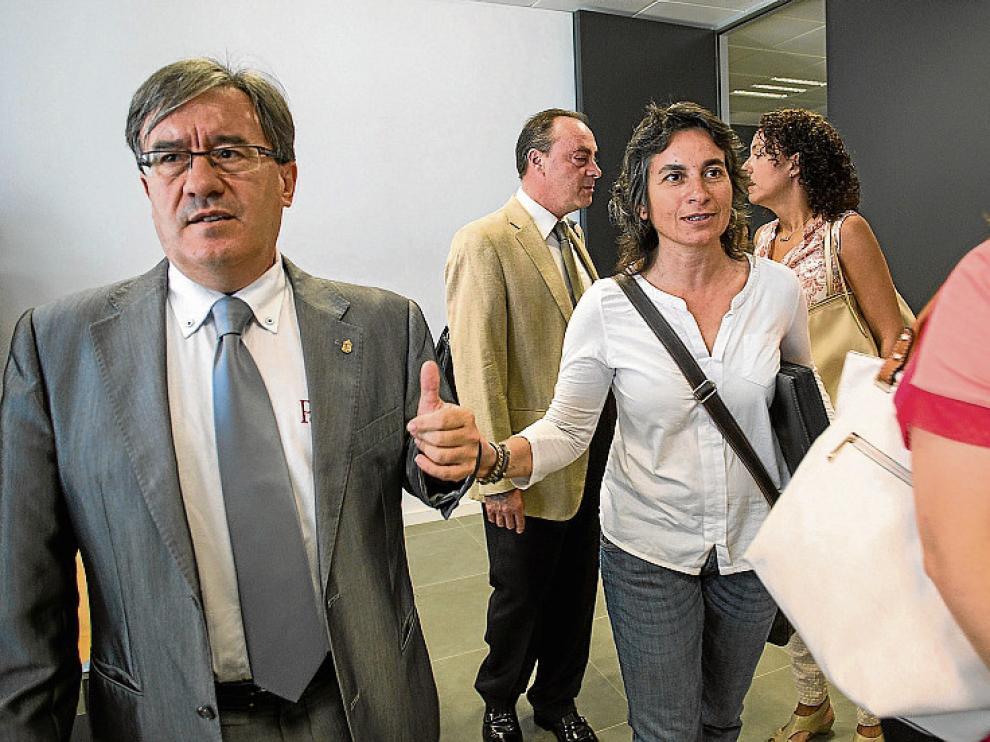 El juez decano, Ángel Dolado, y la vicealcaldesa, Luisa Broto.