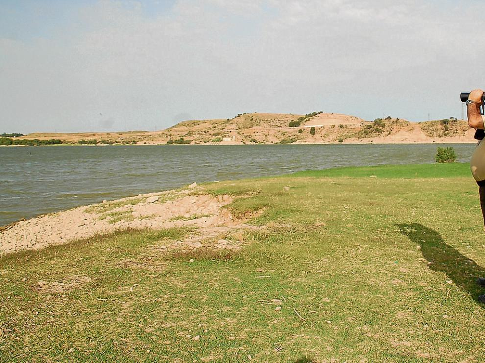El coto del Mar de Aragón ya está en marcha y solo se puede pescar pagando