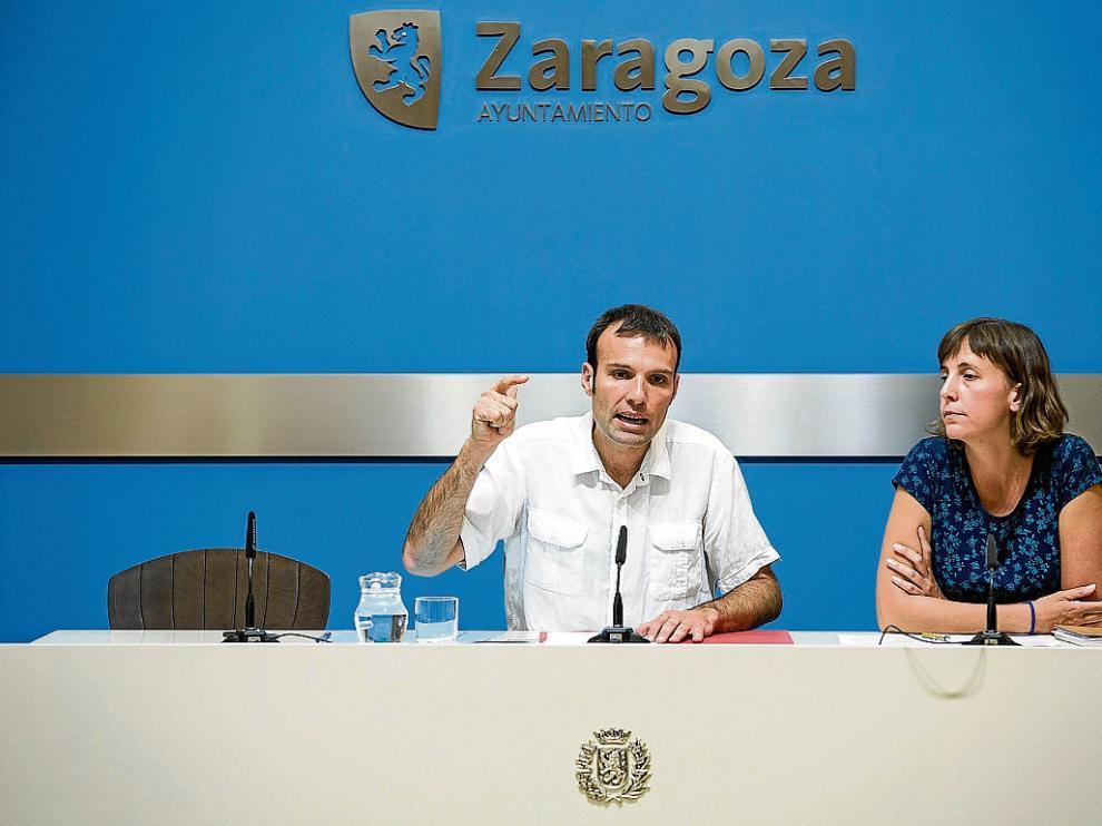 El concejal de Urbanismo, Pablo Muñoz, junto a la edil Teresa Artigas, ayer, en el Ayuntamiento.