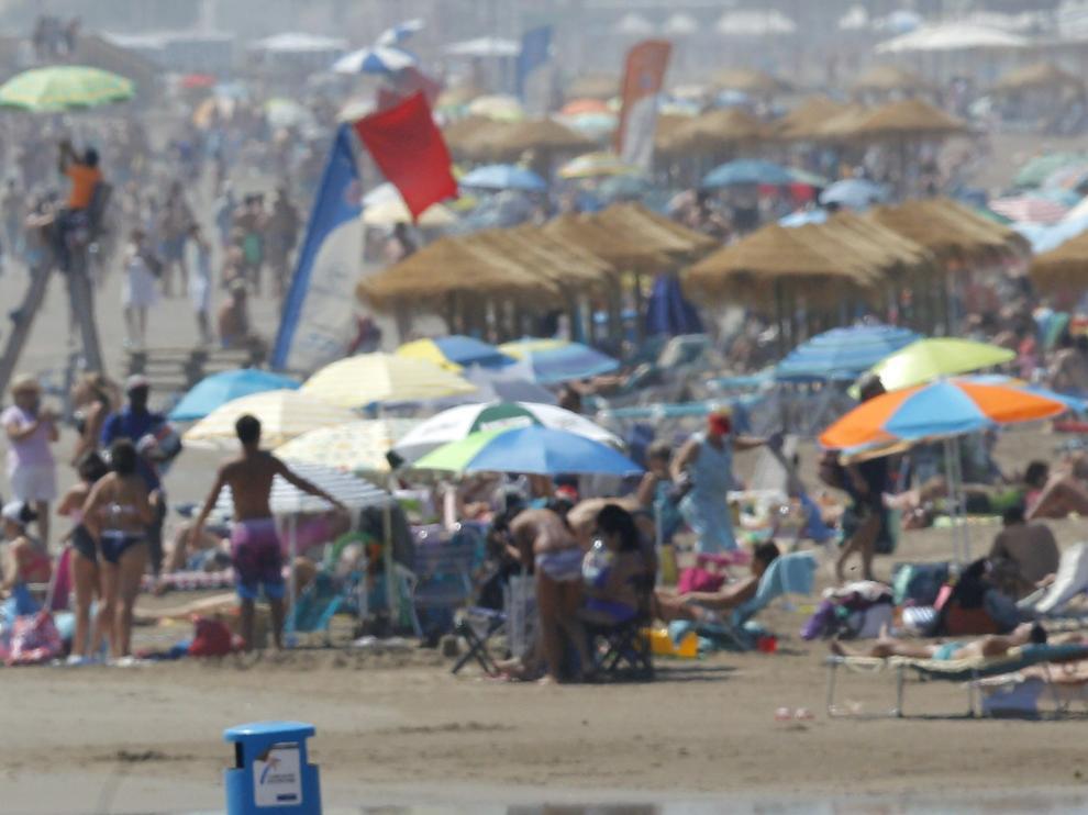 Fotografía de una playa en agosto.