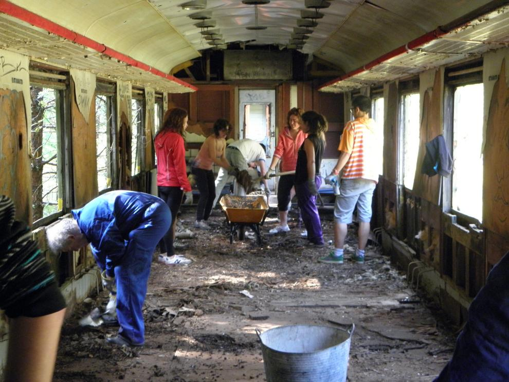 Recuperación de vagones de época en Canfranc