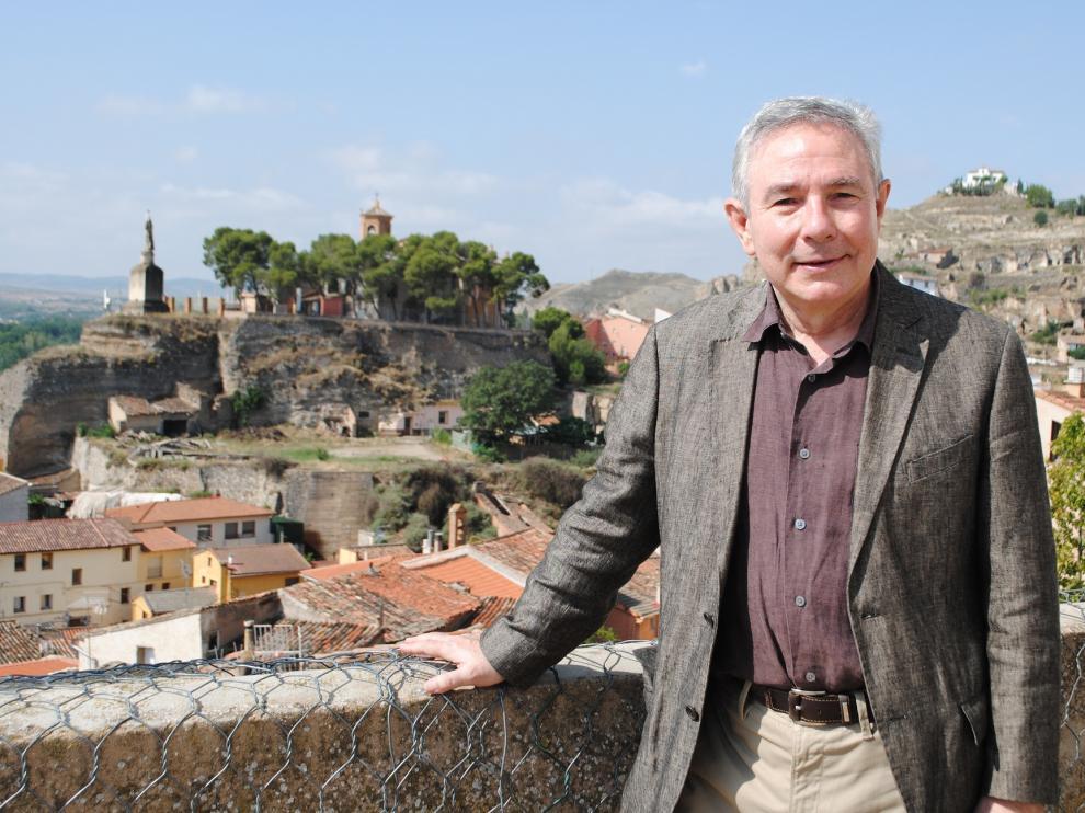 Este economista reside actualmente en Sant Cugat del Vallés  aunque no pierde la ocasión de pasar en Calatayud sus vacaciones.