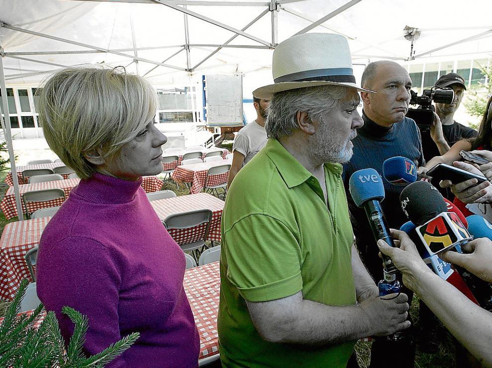 Pedro Almodóvar atiende a los periodistas, junto a Emma Suárez y Darío Grandinetti.