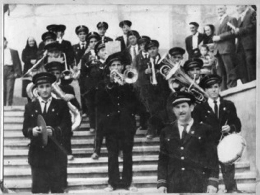 Músicos de la Banda La Moncaína en el año 1953