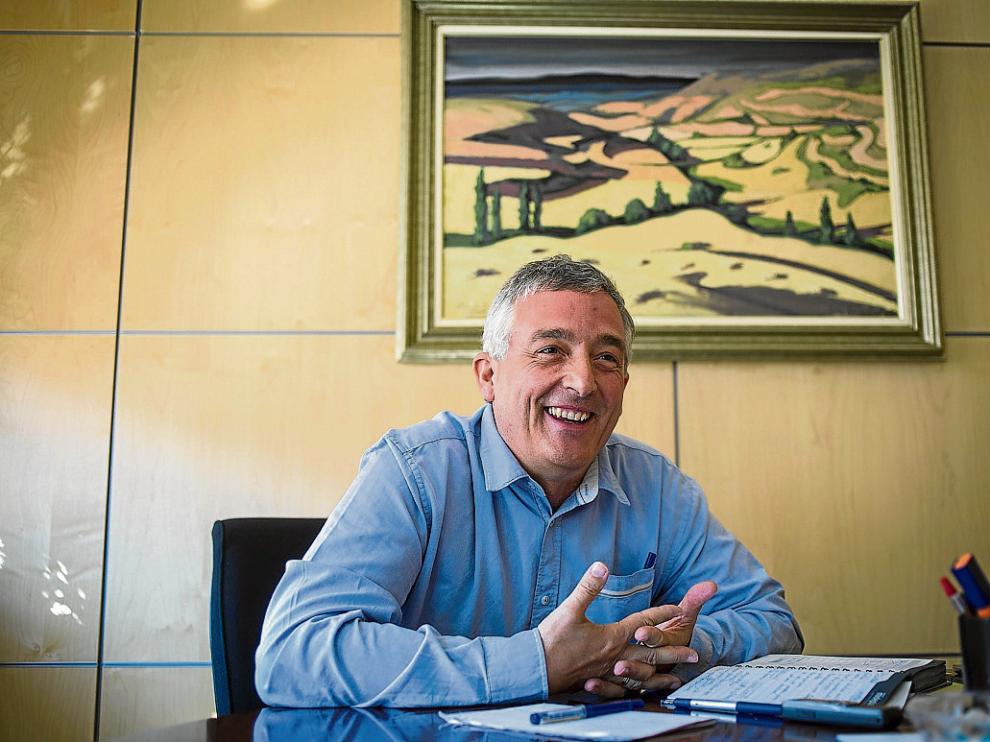 Joaquín Olona, consejero de Desarrollo Rural y Sostenibilidad, en su despacho.