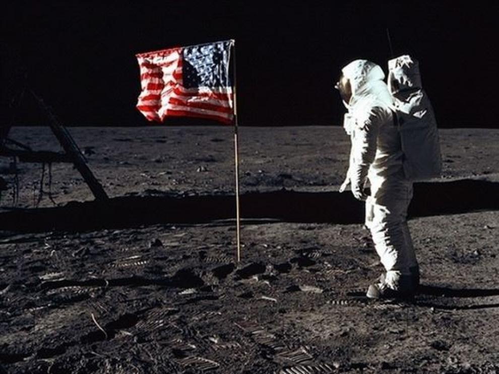 El traje espacial de los primeros hombres que pisaron la Luna, en peligro