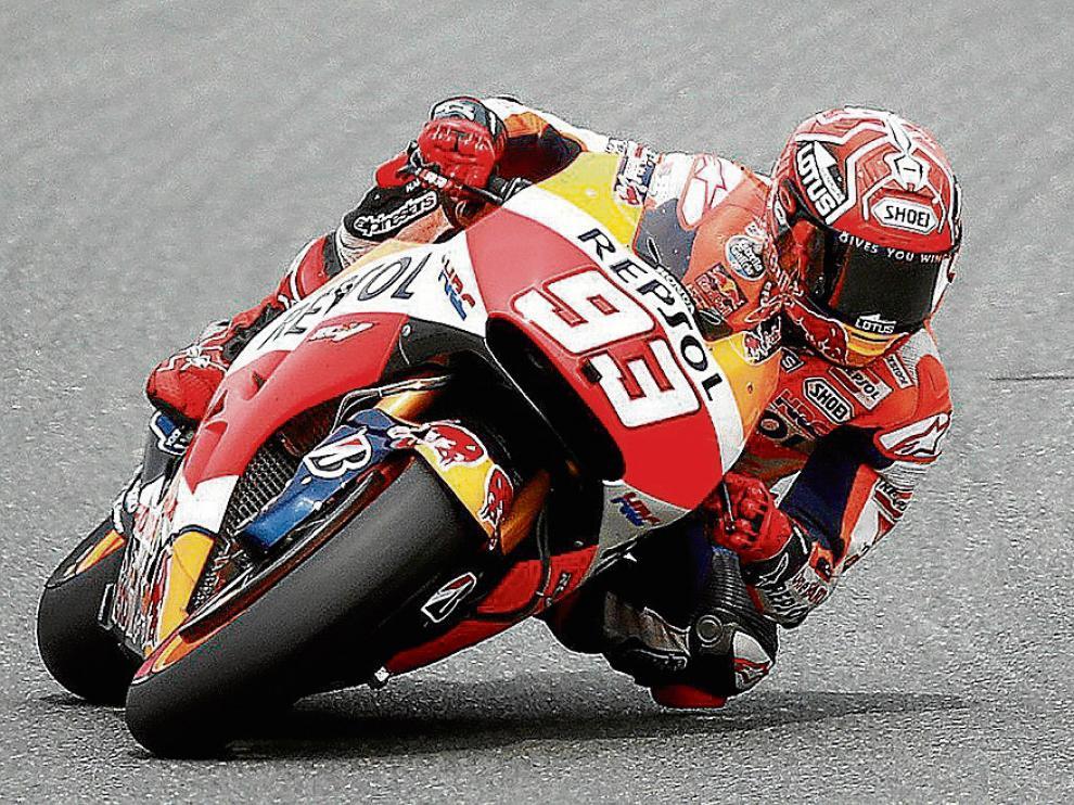 Marc Márquez toma una curva en el transcurso de la carrera del Gran Premio de Alemania, en Sachsenring.