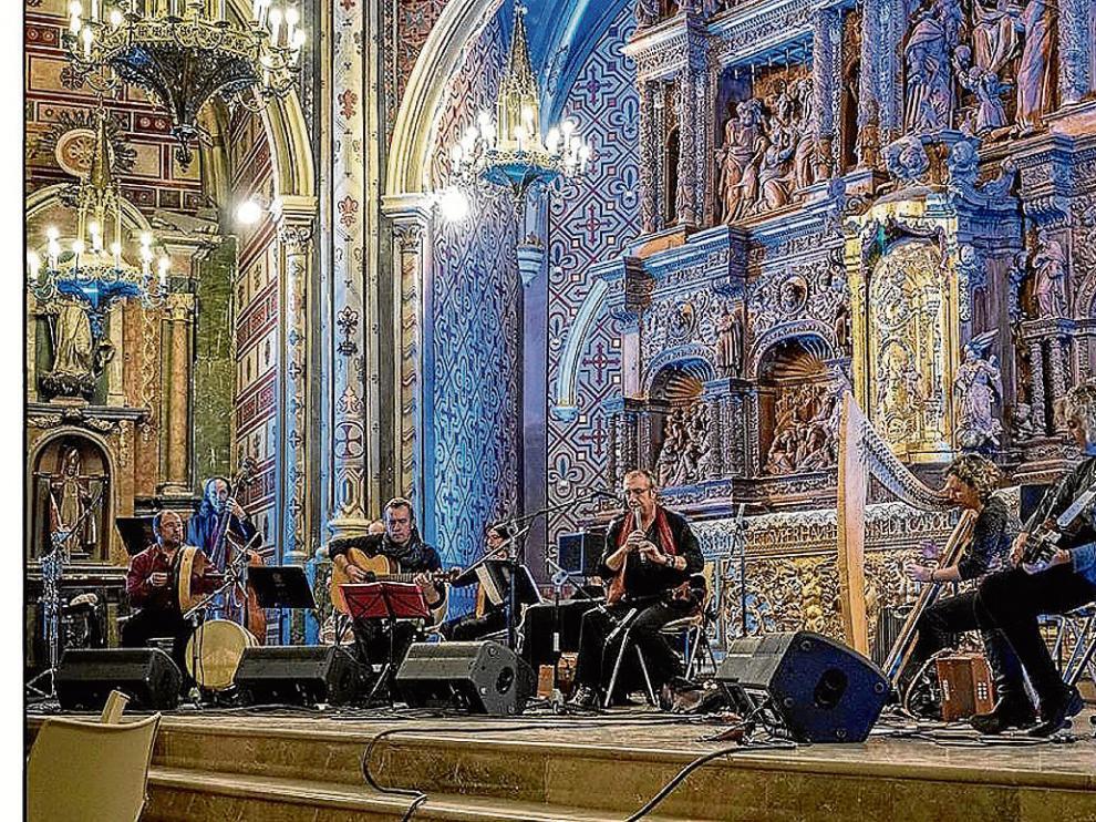 Actuación del grupo O'Carolan en la catedral de Teruel.