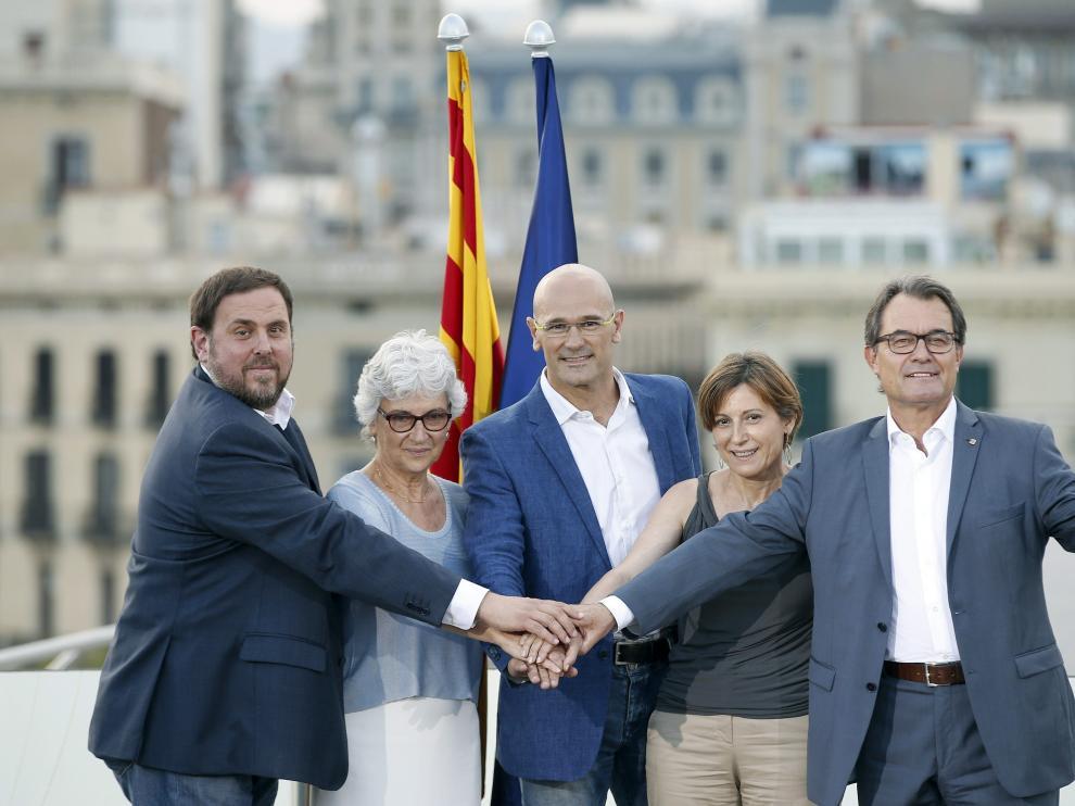 Artur Mas, Oriol Junqueras, Raül Romeva, Carme Forcadell y Muriel Casals, durante la presentación de la lista unitaria a favor de la independencia.