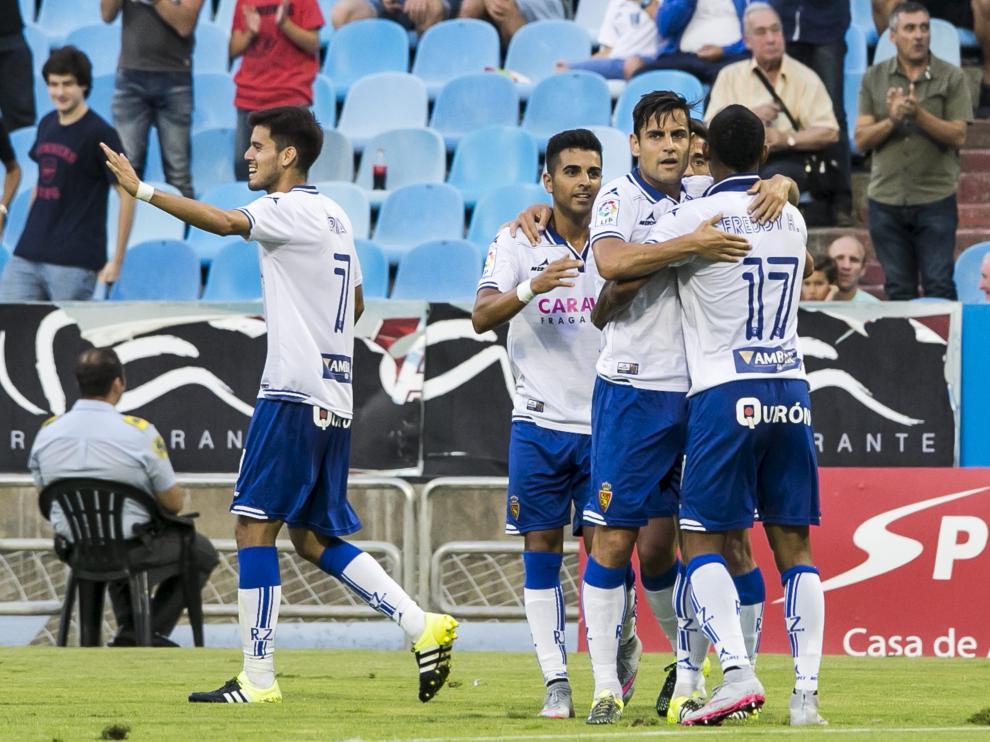 Hasegawa, Ángel, Dorca e Hinestroza -detrás asoma Pedro- celebran el 3-0 logrado por Ángel en el minuto 41. asier alcorta