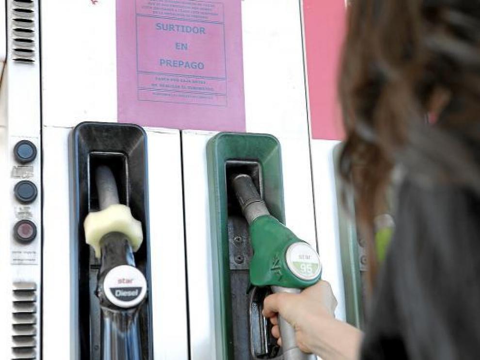 El gasóleo ya está por debajo del euro en 85 estaciones de Aragón