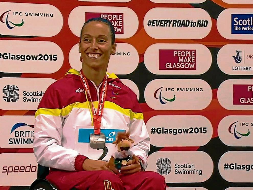 Teresa Perales, nada más recibir la medalla de los 50 libre.