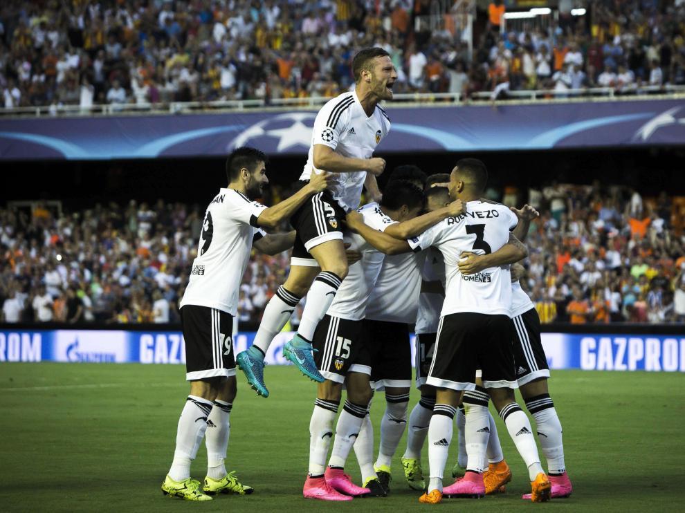 El Valencia da el primer paso para entrar en la fase de grupos