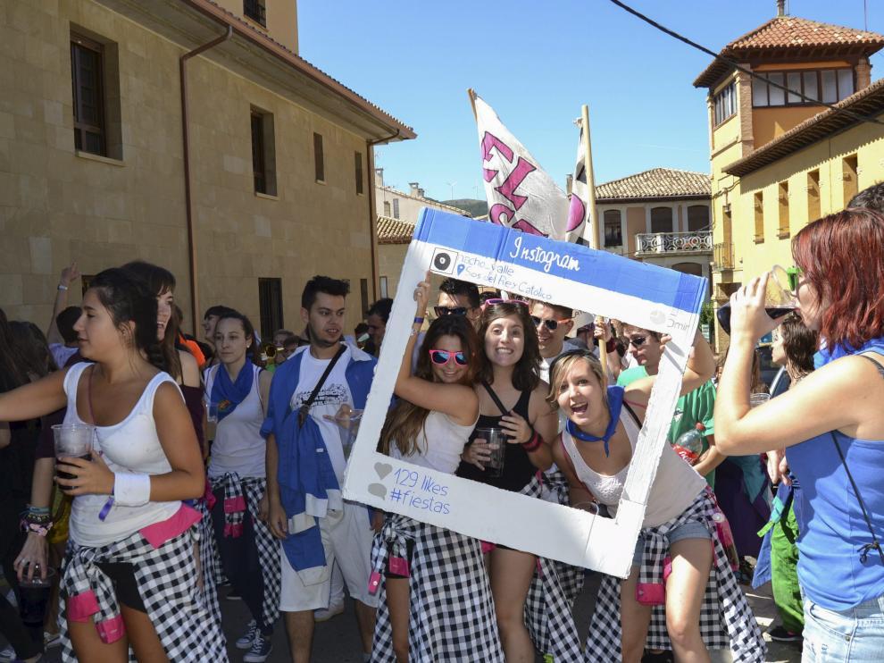 Los peñistas fueron ayer los auténticos protagonistas en la primera jornada festiva en Sos.