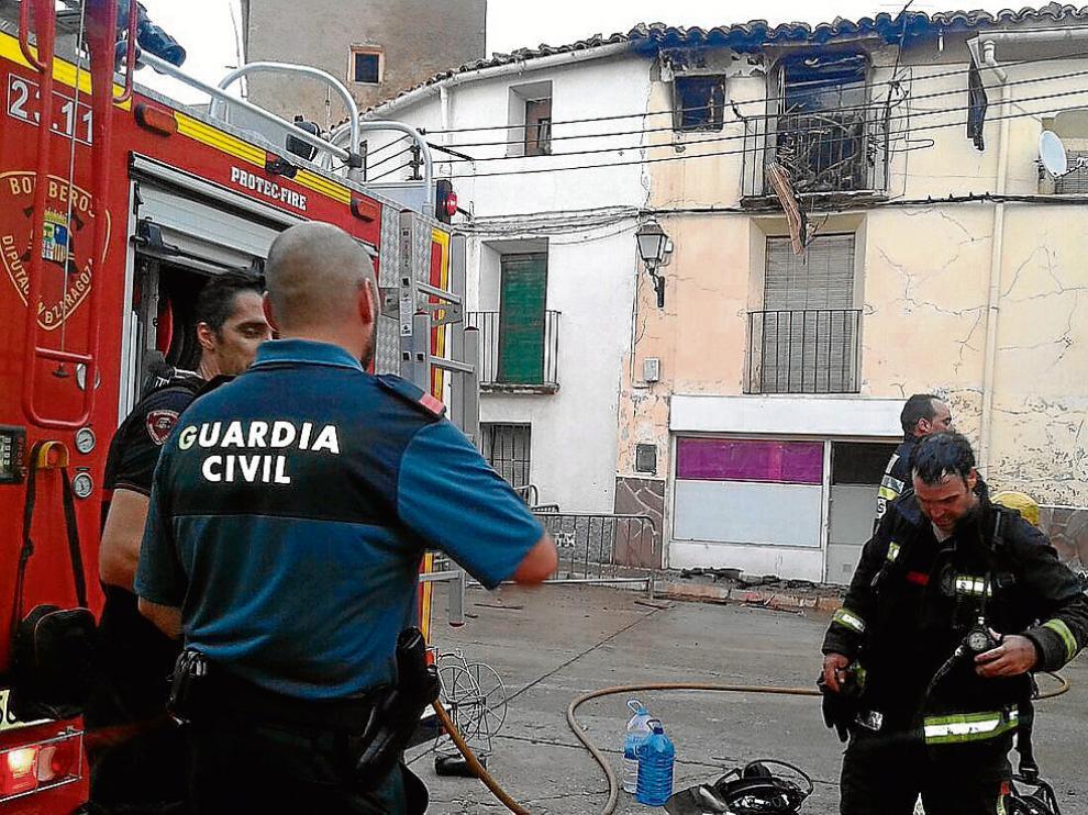 El fuego se inició sobre las 14.00 en la cocina de la vivienda, ubicada en la segunda planta.
