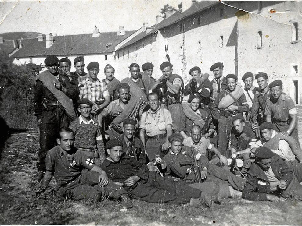 Grupo de la 21ª Brigada antes de cruzar a España en el marco de la operación Reconquista de España.