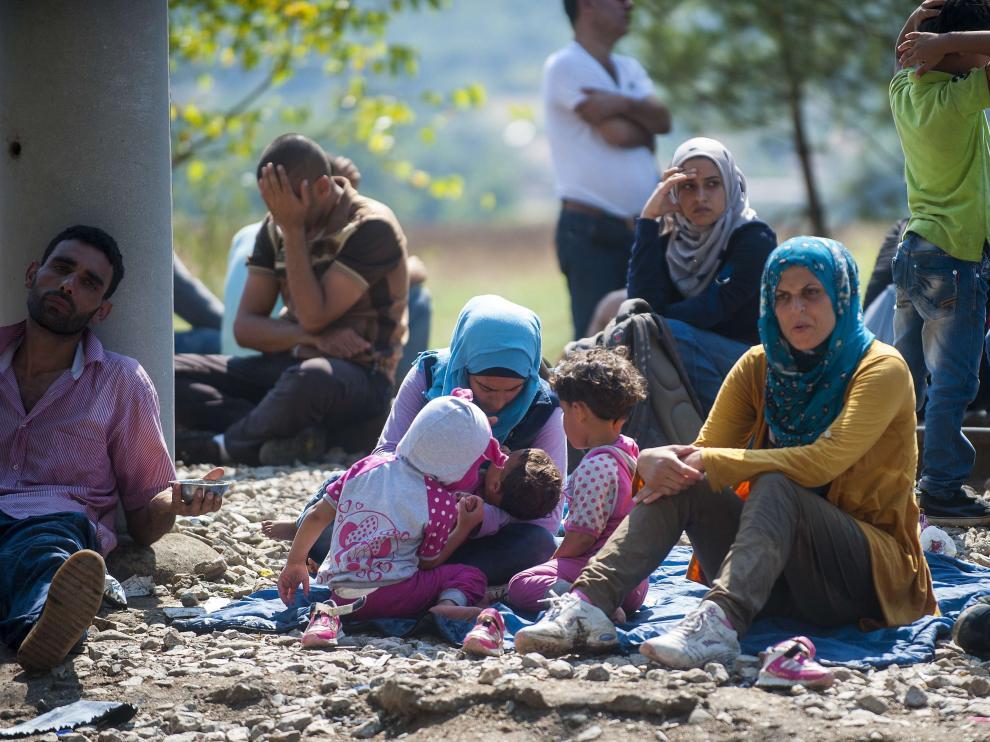 Varios inmigrantes en Macedonia.