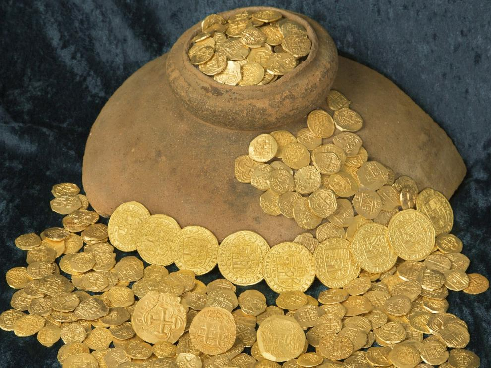 Monedas del tesoro español hallados en aguas de Florida.