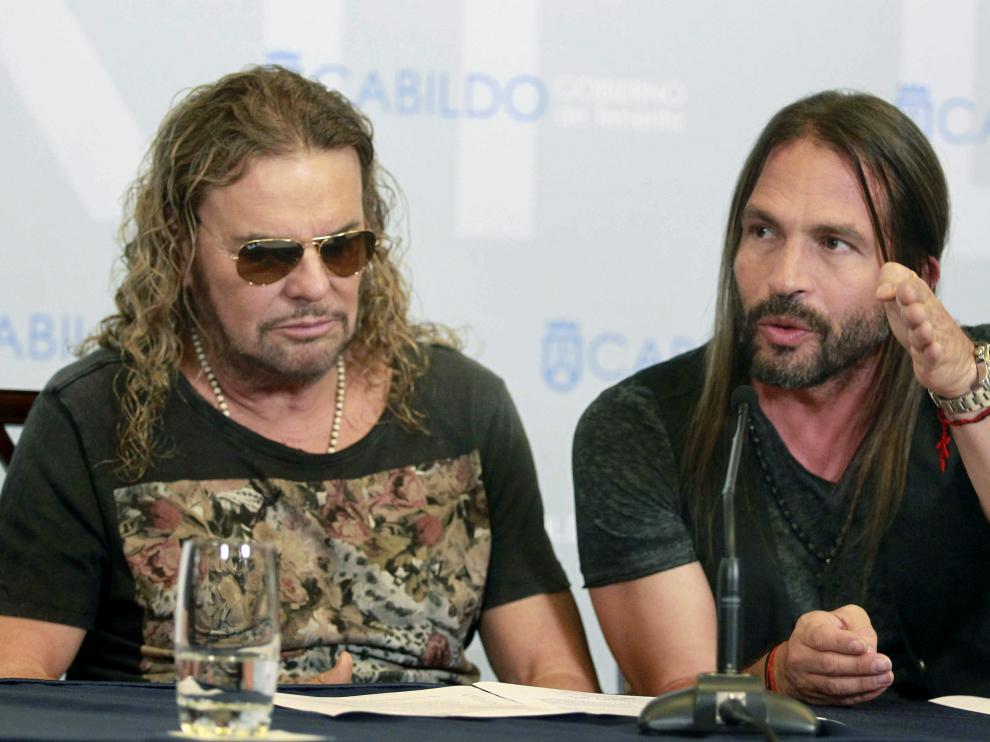 Los integrantes del grupo mexicano Maná, Fher Olvera (i) y Sergio Vallín.