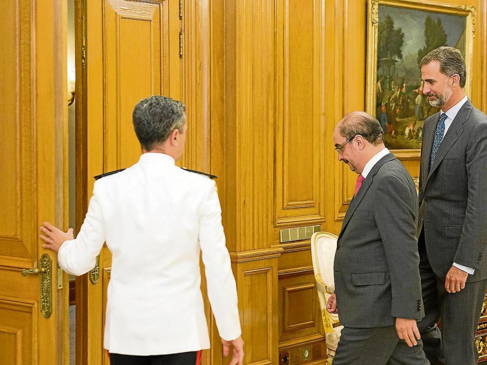 El rey Felipe VI recibió ayer en el palacio de la Zarzuela al nuevo presidente de Aragón, Javier Lambán.