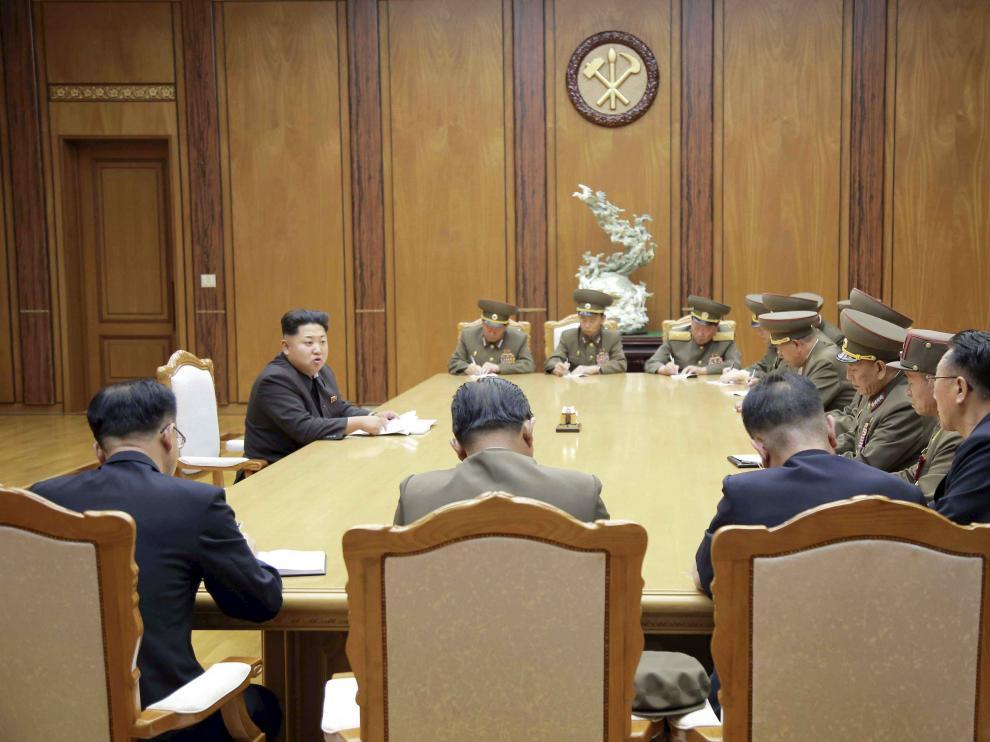 Reunión de  Kim Jong Un con sus jefes militares